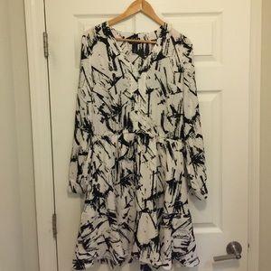 Black/white long sleeve dress